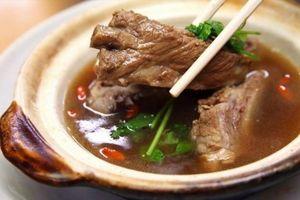 Thưởng thức món 'trà xương heo' nổi tiếng ở Singapore