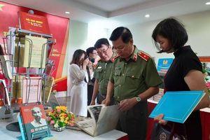 Triển lãm sách, ảnh về học và làm theo tư tưởng, đạo đức, phong cách Hồ Chí Minh