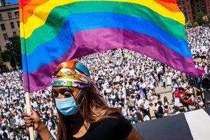 Đại sứ quán Mỹ trên toàn cầu được phép treo cờ LGBT trở lại