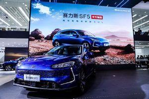 'Soi' ôtô đầu tiên của hãng điện thoại Huawei, từ 769 triệu đồng