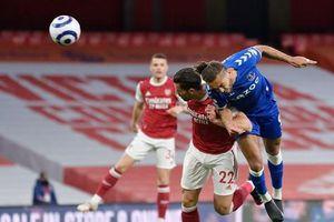 Trắng tay trên sân nhà, Arsenal càng xa rời giấc mộng châu Âu