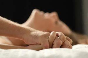 Thanh niên bị giang mai ngực sau khi quan hệ với bạn tình