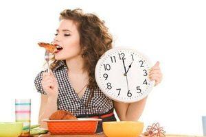 Tưởng tốt nhưng 4 thói quen ăn uống sau đây hại dạ dày hơn cả uống rượu