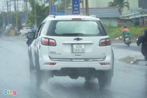 Những lưu ý khi lái ôtô ở trời mưa lớn