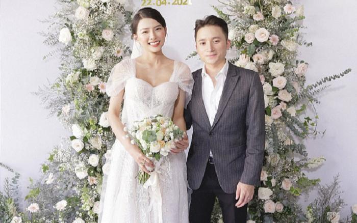 Vợ Phan Mạnh Quỳnh diện váy cưới vai trần, khoe 'vòng 1 căng tràn' khiến dân tình 'xỉu up xỉu down'