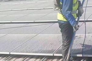 Dịch vụ mới: Làm vệ sinh pin năng lượng mặt trời
