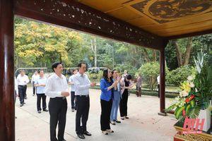 Phó Chủ tịch nước Võ Thị Ánh Xuân thăm Khu di tích Lam Kinh và tặng quà gia đình chính sách