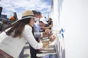 Vẽ tranh bích họa tuyến đường ven biển Hồ Tràm (huyện Xuyên Mộc)