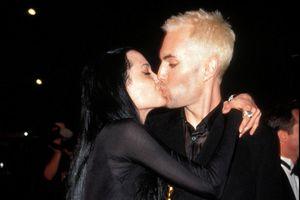Angelina Jolie hôn anh trai và những khoảnh khắc khó xử ở Oscar