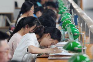 Bố mẹ bỏ chục nghìn USD cho học thêm, con vẫn bị điểm kém ở Trung Quốc