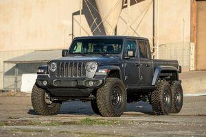 Bản độ xe 6 bánh Jeep Gladiator 6x6 có giá từ 132.000 USD