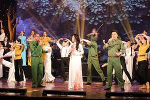 Đặc sắc chương trình nghệ thuật 'Tình khúc thời hoa đỏ' chào mừng ngày 30.4