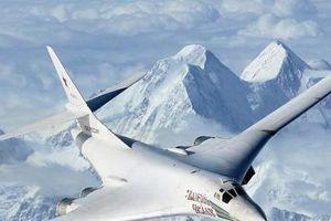 Nga liên tục tập trận với máy bay ném bom chiến lược Tu-160 lớn nhất thế giới