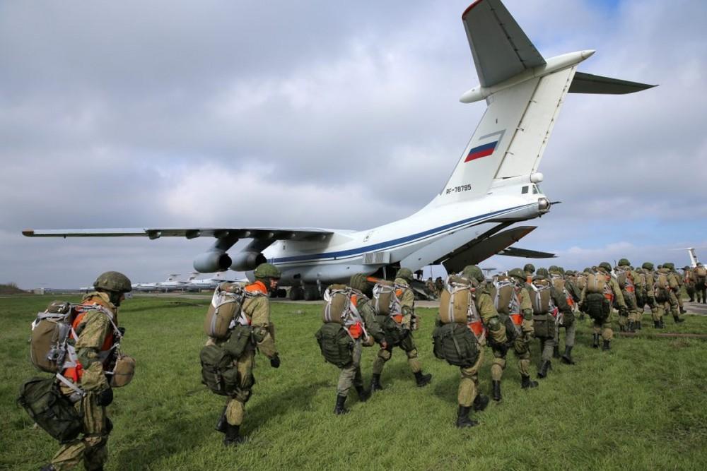 Ukraine vẫn đơn độc khi đối mặt với 'gã khổng lồ' Nga?