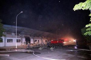 Cháy lớn tại nhà xưởng công ty điện tử Doosan ở Hải Dương