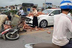 Xích lô tự chế đâm trực diện xe sang: Gây tai nạn đừng đổ cho... hoàn cảnh