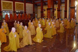 Chư Tăng bố-tát chung tại Việt Nam Quốc Tự