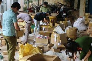 Tạm giữ gần 800 kg hàng hóa không rõ nguồn gốc của kho hàng bán online