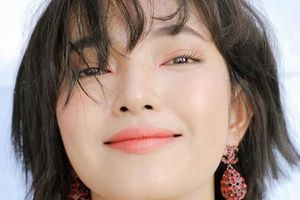 Vẻ đẹp mỹ nhân Việt vào danh sách Gương mặt trẻ nổi bật toàn châu Á 2021