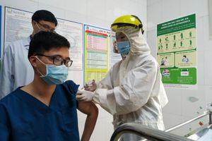 Quảng Ninh tiến hành tiêm khoảng 10.600 liều vaccine Covid-19 đợt 2