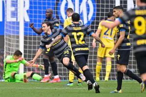 Cựu sao MU ghi bàn, Inter Milan tiến gần chức vô địch Serie A