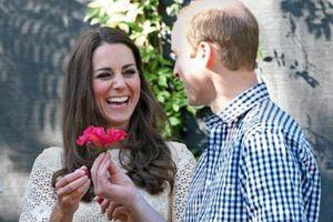 Loạt ảnh tình tứ của vợ chồng Hoàng tử William - Kate trong 10 năm hôn nhân