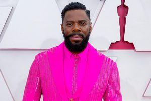 Nam diễn viên mặc suit đính 4.500 viên pha lê tại Oscar 2021
