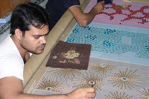 Ấn Độ thất thủ, thợ làm váy cho sao Hollywood mất việc