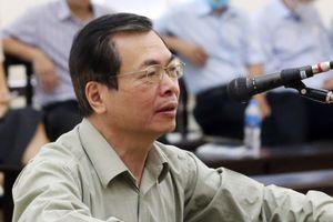 Ông Vũ Huy Hoàng: 'Tôi cố gắng đến tòa để bảo vệ danh dự'