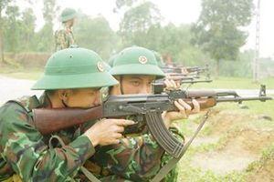 Chiến sĩ mới sôi nổi thi đua huấn luyện