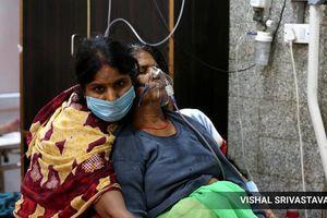 Ấn Độ: Bác sĩ rút ống thở của người già để cứu bệnh nhân trẻ hơn