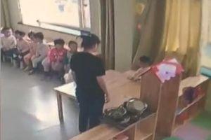 Bật camera xem con nhỏ ăn trưa, cha mẹ 'rùng mình' phát hiện hành động tàn ác của cô giáo