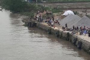 Sà lan va chạm với thuyền chài, 2 phụ nữ mất tích