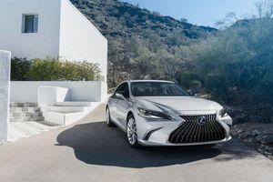 Lexus ES 2022 thêm tiện nghi để hoàn thiện hơn