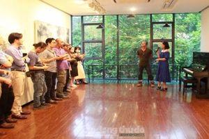 Gần 40 tác phẩm trưng bày tại triển lãm 'Mặc khải'