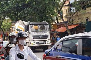 Xe bồn náo loạn phố cấm Hà Nội: Bất lực hay ngó lơ?