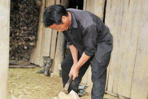 Lào Cai: Nghề làm cày của người Mông Bắc Hà