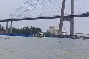 Chìm sà lan chở 140 tấn xi măng trên sông Tiền