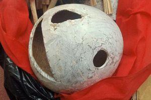 Mang sọ dừa hình thù kỳ lạ tới nghĩa trang chôn làm mộ giả