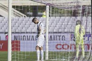 Ronaldo như 'bóng ma vật vờ trên sân cỏ!'