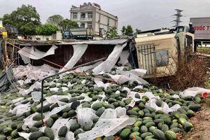 Quảng Bình: Hành động đẹp của người dân đối với tài xế xe tải gặp nạn