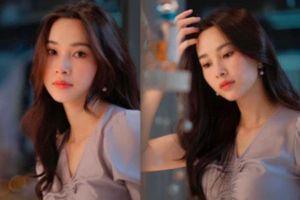 Hoa hậu Đặng Thu Thảo khoe ảnh ekip 'cây nhà lá vườn'