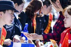 Căng thẳng với phương Tây, Trung Quốc lo sinh viên bị lôi kéo làm gián điệp