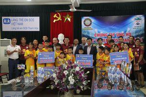 Hoàng Anh Gia Lai và Đông Á Thanh Hóa tặng quà cho Làng trẻ em SOS Thanh Hóa