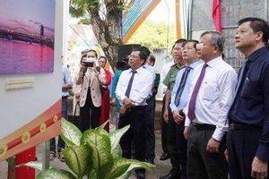 Cần Thơ triển lãm ảnh 'Ngày hội non sông' và triển lãm sách 'Hiền tài đất Việt'