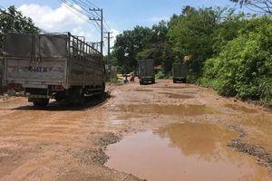 Người dân than khổ vì công trình bủa vây, đường xuống cấp