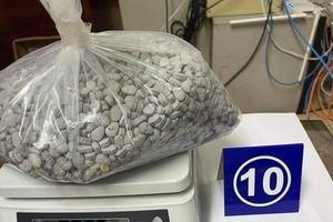 Cận cảnh 36kg ma túy giấu trong gói quà biếu qua đường hàng không