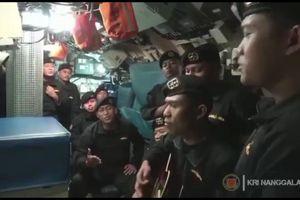 Thủy thủ trên tàu ngầm Indonesia hát 'chào tạm biệt' trước thảm kịch