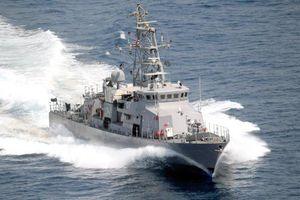 Tàu chiến Mỹ nổ súng cảnh cáo xuồng vũ trang Iran