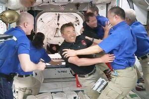 Trạm vũ trụ quốc tế ISS có chỉ huy mới